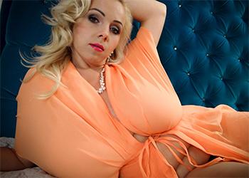 Agnetis Silk Robe Tits