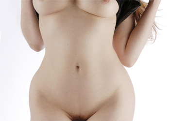Alixia Curvy Redhead