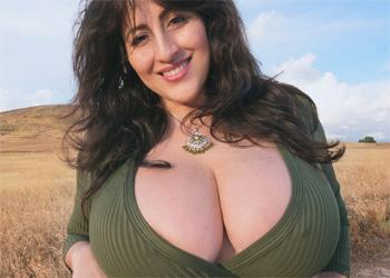 Antonella Kahllo Hiking Tits