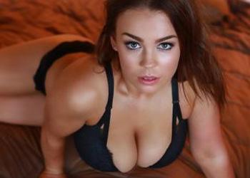 Aria Bognuda Sexy Busty