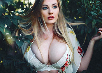 Beth Lily busty icon