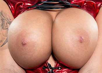 Brook Ultra busty scoreland