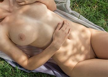 Calida Posing Naked Femjoy