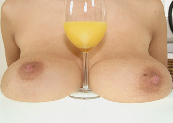 Domino Nude Breakfast