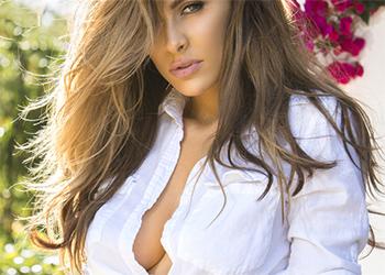 Ellie Gonsalves hot babe