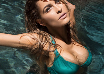 Ellie Gonsalves bikini