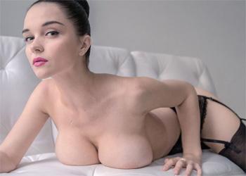 Eugenia Beauty Erotic Holly Randall