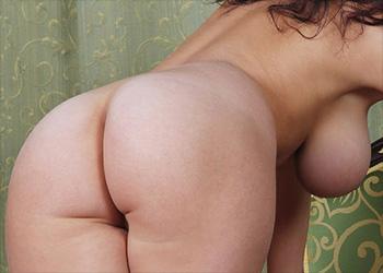 Evita Lima bend over