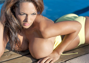 Fernanda Ferrari busty