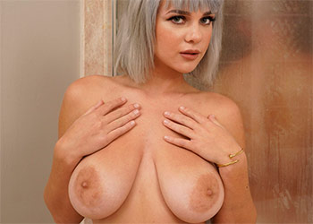 Gabbie Carter sneaky shower sex brazzers
