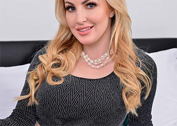 Georgie Lyall blonde beauty anilos