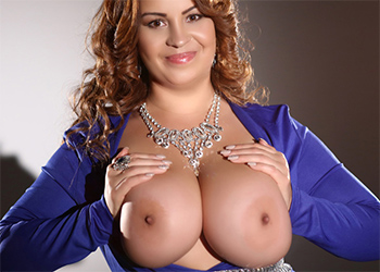 Busty Gizelle Webcam Model