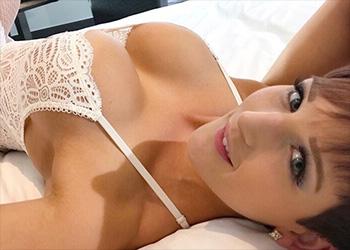 Hannah Brooks sexy