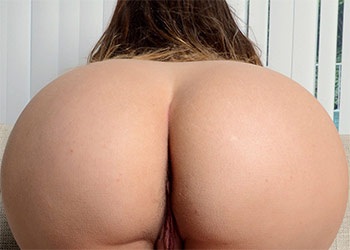 Ivy Rose dat ass