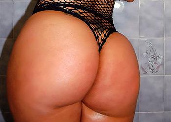 Jada Gemz nude shower