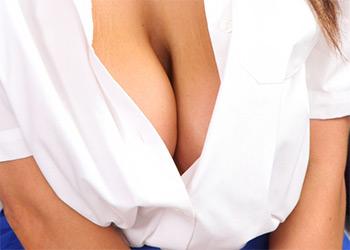 Jenna Hoskins cleavage
