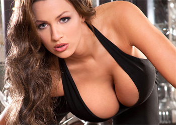 Jordan Carver Major Cleavage