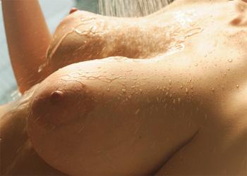 Julia Sensual Bath