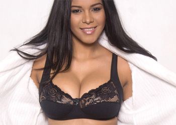 Kendra Roll Loves Lingerie