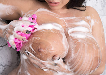 Korina Kova naked shower scoreland