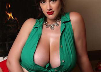 Lana Kendrick green and red curves