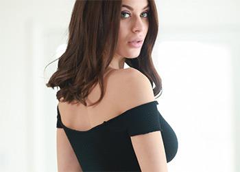 Lana Rhoades erotica