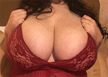 Lovely Lilith voluptuous