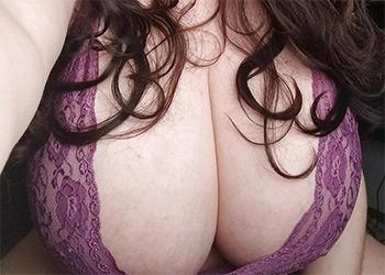 Lovely Lilith masturbating