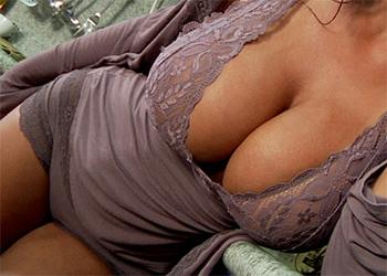 Lisa Ann Busty Model