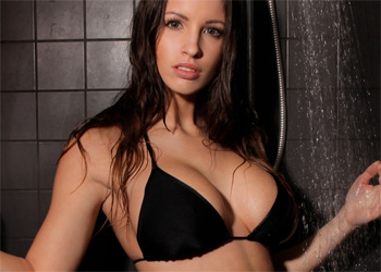 Luciana Sensual Shower Photodromm