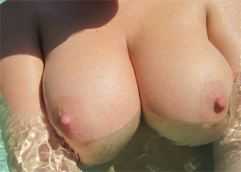Lucy Vixen Pool Boobs
