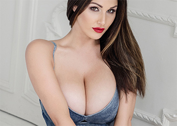 Lucy Pinder Revealing Her Big Boobs