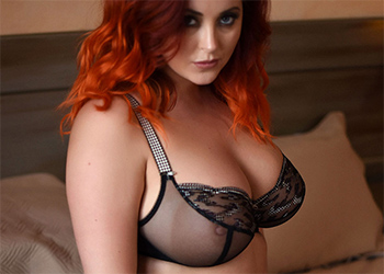 Lucy Vixen Shooting On The Bed