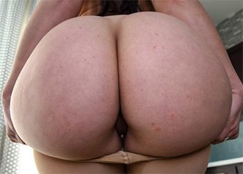 Mandy Muse pantyhose