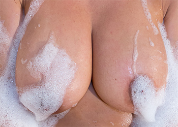 Nikki Sims Nude Bubble Bath