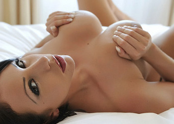 Nina Leigh in bed