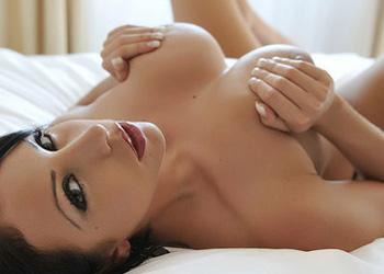 Nina Leigh Undressing