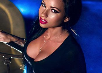 Raven Bay hot model
