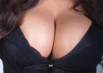 Robyn Alexandra DD tits