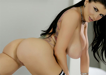 Romi Rain sporty spicy