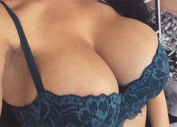 Romi Rain selfies