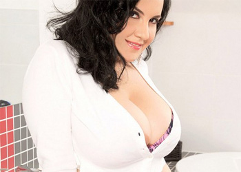 Roxanne Diamond Voluptuous