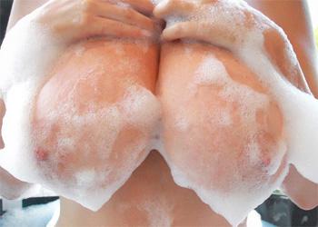 Sarah Nicola Randall Bubble Bath BTS
