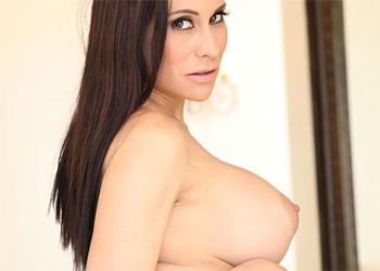 Sheila Busty Babe