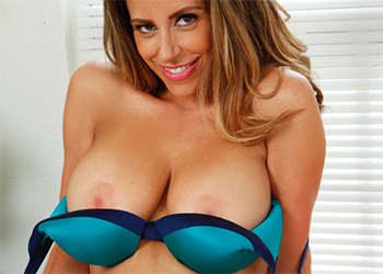 Sienna Lopez Busty Mature Model