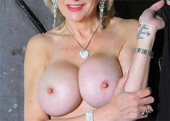 Lady Sonia nude milf