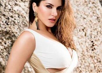 Sunny Leone sexy babe