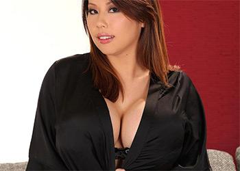 Tigerr Benson huge tits