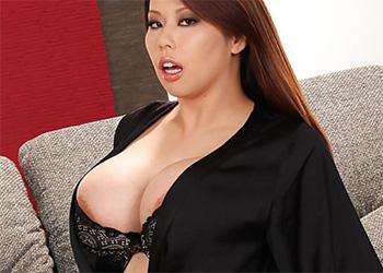 Tigerr Benson silk black boobs