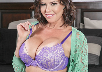 Veronica Avluv Spreading In Bed Brazzers